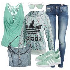 Mintfarbenes Outfit aus Top mit Spitzen-Rücken, Adidas Pullover und Adidas Sneakern... #fashionista #fashion #modeikone #mode #damenmode #frauenmode #outfit #damenoutfit #frauenoutfit #frühling #inspiration #komplettesoutfit