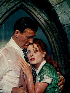 THE QUIET MAN - John Wayne & Maureen O'Hara - Directed by John Ford - Republic Pictures. ☆ This is one of my favorite scenes in any movie! Golden Age Of Hollywood, Hollywood Stars, Classic Hollywood, Old Hollywood, Hollywood Couples, Hollywood Actresses, Classic Movie Stars, Classic Movies, Iconic Movies