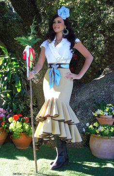 FALDAS, BLUSAS Y TRAJES CAMPEROS – LOLAYLO. TRAJES DE FLAMENCA Y FALDAS DE SEVILLANA. Anniversary Dress, Trumpet Skirt, Dancer, Fashion Dresses, Style Inspiration, Costumes, Actors, My Style, Lady