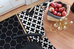 Black and white geometric rugs Geometric Rug, Animal Print Rug, Ale, Black And White, Rugs, Home Decor, Farmhouse Rugs, Decoration Home, Room Decor