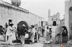 1888 Barrio de Santa Cruz en Iztacalco  Foto: William Henry Jackson