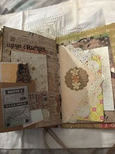 More journal stuff Junk Journal, Journal Paper, Smash Book Inspiration, Art Journal Inspiration, Journal Ideas, Handmade Journals, Handmade Books, Fabric Journals, Art Journals