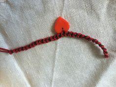 punutud käepael südamega