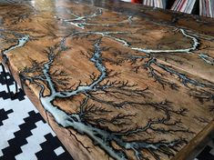 Mesa de centro de Lichtenberg recuperada - thing to try - Mesa eléctrica blanca de Lichtenberg - Cool Tables, Cool Coffee Tables, Diy Wood Projects, Wood Crafts, Epoxy Wood Table, Wood Table Design, Stump Table, Resin Furniture, Outdoor Furniture