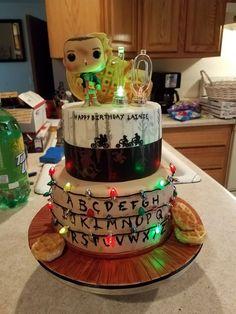 Stranger Things cake... #CAKE #Stranger Stranger Things Halloween, Stranger Things Funny, Eleven Stranger Things, Stranger Things Season, Stranger Things Netflix, 11th Birthday, Birthday Parties, Birthday Cake, Bobby Brown Stranger Things