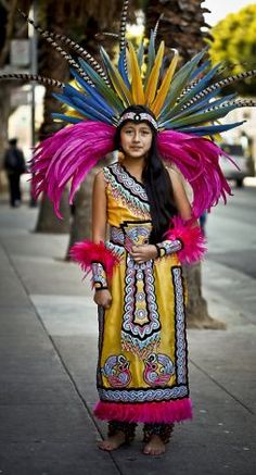 Eleven-year-old Xochiquetzalli Pena started dancing La Danza Azteca at age Photo: Russell Yip, The Chronicle Folklorico Dresses, Aztec Costume, Folklore, Aztec Dress, Aztec Warrior, Inka, Aztec Art, Mexican Dresses, We Are The World