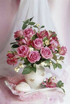 Bouquet of roses by Marianna Lokshina Amazing Flowers, Beautiful Roses, Fresh Flowers, Pink Flowers, Beautiful Flowers, Romantic Roses, Deco Floral, Arte Floral, Rose Cottage