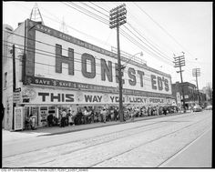What is it about old pictures that is so compelling? A look back at Toronto as she grew to our great City of Light Bloor Street @ Bathurst - Honest Ed's Old Pictures, Old Photos, Vintage Photos, Toronto Pictures, Vintage Stuff, Toronto Ontario Canada, Toronto City, Canadian History, The Good Old Days