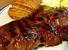 Succulent Steak and Hasselback Potatoes Do you want to make your average baked potato stellar? Hasselback potatoes are the answer, and are the perfect side dish to steak. Steak Marinade Recipes, Marinated Steak, Grilling Recipes, Beef Recipes, Cooking Recipes, Dishes Recipes, Game Recipes, Barbecue Recipes, Beef Dishes