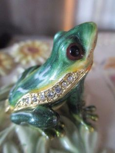 POLLY ~ BABY FROG ~ JEWELED & ENAMEL TRINKET BOX ~ BOUTIQUE MINIATURE