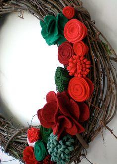 Christmas wreath felt flower wreath holiday wreath by madlywish Felt Flower Wreaths, Felt Wreath, Grapevine Wreath, Felt Roses, Felt Flowers, Holiday Wreaths, Holiday Crafts, Holiday Decor, Etsy Christmas