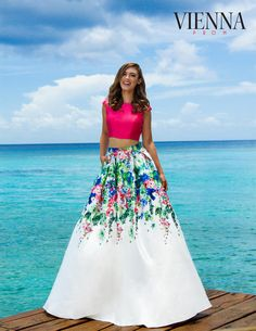 This unique two-piece is available in black, fuchsia, emerald and royal. Elegant Dresses, Couture Fashion, Tuxedo, Ball Gowns, Prom Dresses, Vienna, Unique, Emerald, Wedding