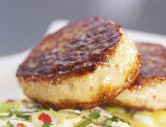 Hjemmelagete fiskekaker er best selvfølgelig. Bare prøv denne oppskriften med smaksrikt tilbehør og du blir overbevist. Lchf, Keto, Norwegian Food, Recipe Boards, Fodmap, Fish And Seafood, Fish Recipes, Nom Nom, Steak