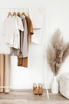 Rascal Honey shares her love for plus size vintage and sustainable fashion. Minimalist Living Tips, Minimalist Lifestyle, Minimalist Home, Wardrobe Planner, Capsule Wardrobe, Declutter Your Home, Organize Your Life, Home Organization Hacks, Closet Organization