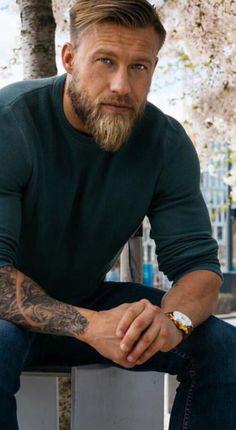 Haakon (leader of which warrior, father of Tjorven, used by Loki form) # leader # men's hairdresser - Coiffure Sites Long Beard Styles, Hair And Beard Styles, Long Hair Styles, Mens Hairdresser, Loki, Beard Tips, Beard Ideas, Viking Beard, Long Beards