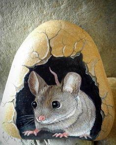 #topolino #burrow #mouse #babymouse #painter #paintingstones #pebbleart #handmade #fineart #unique #instagood #instadaily #instalike #animalart #artwork #illustration #drawing #creativity #hobbys #animals #painting #fattoamano #stoneart #rockpainting #tasboyama #pedraspintadas #realart #nature #sassidipinti #stonepainting
