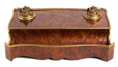 En madera y símil de carey, 8x31x19 cm.