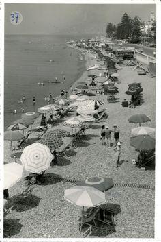 La spiaggia di Bordighera. (Photo: Gatti, luglio 1966) #Bordighera #Riviera #Liguria #viaggi #vacanza #holiday #journey