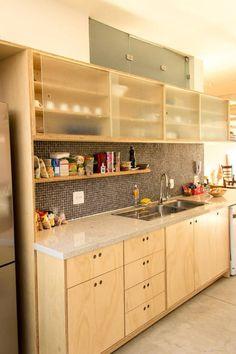 Cozinha : Armários e estantes por Ruta arquitetura e urbanismo