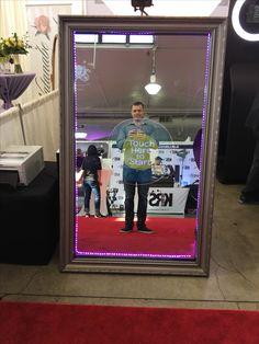 Party Pix! Love this mirror photo booth!  At the #hawaiibridalexpo @bridesclub @bradbuckles