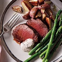 Cooking Light: Beef Tenderloin with Horseradish-Chive Sauce Recipe Sauce Recipes, Beef Recipes, Cooking Recipes, Recipies, Beef Tenderloin Recipes, Horseradish Sauce, Beef Dishes, Cooking Light, Main Dishes