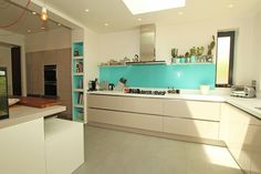 Handless gloss kitchen in Cashmere finish with white kitchen island