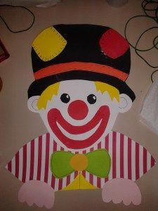 maestramaria pagliaccio affacciato alla finestra Pregrafismo di Carnevale -Pregrafismo di Carnevale 2 -Disegni da colorare -Pagliaccio1 da colorare -Pagliaccio2 da colorare -Pagliaccio3 da colorare -Striscione Carnevale -Bandierine -Cappello del pagliaccio -Occhiali del pagliaccio da colorare