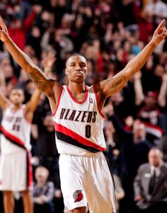 2012-2013 NBA Rookie of the Year, Damien Lillard, will be appearing at the 34th Annual National Sports Collectors Convention.