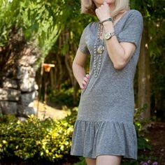T Shirt Dress DIY - Make a cute Summer Dress – This simple T shirt dress DIY tutorial will show you how to turn a basic t shirt into a cute Summer dress. With simple easy to follow instructions and photos.