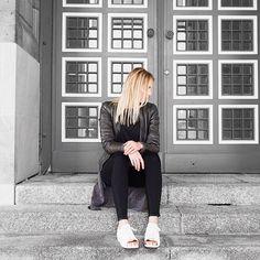 Casual streetstyle   #thankyou#happygirl#streetstyle#stylediary#styleblog#bloggerstyle#blogger_de#modeblogger#metallicshoes#modeblog#outfitinspo#outfitideas#outfitinspiration#styleblog#styling#fashionaddict#lookbook#dailydose#dailyoutfit#fashionblogger_de#fashionaddict#fashionshoot#fashionista#fblogger#instadaily#instablogger
