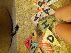 """DIY paper banner """"Oh Happy Day"""" Back To School Art, Art School, Paper Banners, Classroom Displays, Diy Paper, Happy Day, Entertaining, Crafts, Organization"""