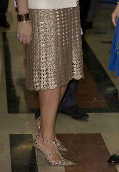 Click to view pattern for - Crochet golden skirt