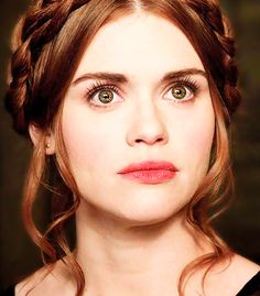 Holland Roden as Lydia Martin in Teen Wolf - bright lips, brown eyeliner, and mascara