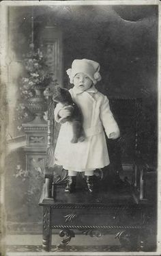 На пост про мишек сначала пришла замечательная одесская фотография , а вот и еще: pernata_fogel murskij Все взрослые с игрушками, словно превратились вдруг в детей, вернее дети внезапно стали взрослыми. lunteg borkhers Спасибо, мне очень приятно, когда мой пост вызывает такой отклик!