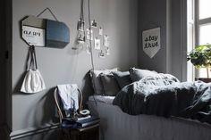 Post: En venta el apartamento de una estilista de interiores sueca --> apartamento de una estilista de interiores, blog decoración nórdica, decoración gris oscuro, decoración interiores, estilista de interiores sueca, estilo escandinavo oscuro, estilo nórdico gris oscuro, Lotta Agaton, piso lujo en estocolmo