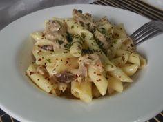 Hellena  ...din bucataria mea...: Penne rigate cu piept de pui si manatarci Pasta Carbonara, Potato Salad, Paste, Potatoes, Meat, Chicken, Ethnic Recipes, Pizza, Potato