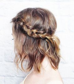 "Easy Summer Braids Love this ""braided crown"" braid. Easy to do and great for shoulder length hair. 10 Easy Summer Braids - SELFLove this ""braided crown"" braid. Easy to do and great for shoulder length hair. 10 Easy Summer Braids - SELF Pretty Hairstyles, Easy Hairstyles, Hairstyles 2016, Hairstyle Ideas, Wedding Hairstyles, Hairstyle Braid, Short Hairstyles For Prom, Amazing Hairstyles, Bun Updo"