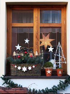 Keramická dílna Hliněnka - New Deko Sites Woodland Christmas, Christmas Porch, Farmhouse Christmas Decor, Christmas Mood, Christmas Wreaths, Christmas Crafts, Xmas, Wooden Christmas Decorations, Holiday Decor