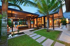 Attractive southern style home floor plans 18 r resort resort style house plans beautiful tropical house plans layout ideas by balemaker amazing of resort style house plans tropical floor plan architecture design small vacation cottage Bali Architecture, Tropical Architecture, Modern Tropical, Tropical Houses, Tropical House Design, Bali Fashion, Home Fashion, Bali Style Home, Balinese Villa