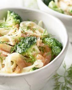 Een snelle en gemakkelijke pasta met gerookte zalm en broccoli. De zeste van de citroen zorgt voor een heerlijk frisse toets. Overheerlijk!