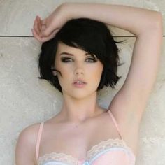 Stylish short haircuts for thick and wavy hair - Hair Color İdea Short Thin Hair, Haircut For Thick Hair, Short Hair Cuts, Wavy Haircuts, Bob Hairstyles, Brunette Hairstyles, Fringe Hairstyles, Medium Hair Styles, Short Hair Styles