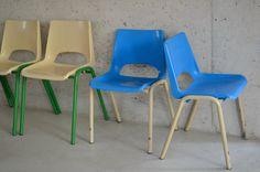 Chaises de maternelle http://pastpluspresent.blogspot.fr/2014/07/chaises-decole-maternelle.html
