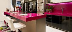 cozinha-americana-com-bancada-pink