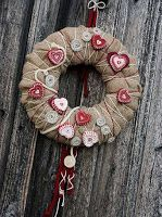 online bazar a rodinný inzertní server Valentine Day Wreaths, Holiday Wreaths, Be My Valentine, Wreath Crafts, Burlap Wreath, Halloween Door Decorations, Christmas Decorations, Christmas Crafts, Christmas Ornaments