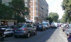 Parcheggio in doppia fila, oltre la sanzione anche il reato penale