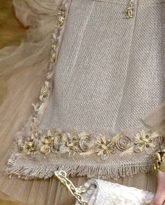 Discover thousands of images about Chanel inspired 'French' jacket diy trim ideas Chanel Jacket Trims, Chanel Style Jacket, Couture Details, Fashion Details, Channel Jacket, Chanel Couture, Chanel Chanel, Lesage, Couture Sewing