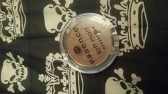Essence soft matt eye shadow silky smooth. New.