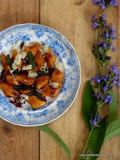 Süßkartoffel-Gnocchi mit brauner Butter, Balsamico und Salbei