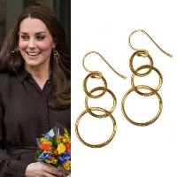 The Duchess of Cambridge debuted the Mirabelle 'Lolita' earrings at a Fostering Network event in January 2015. The £30.00 dangle earrings are gold plated and feature 3 interconnected loops of increasing size with a total length of 4 cm. They are handmade and are part of the Mirabelle Mythology Collection.
