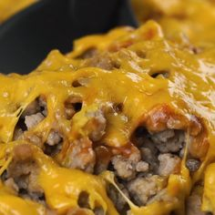 Easy Low Carb Keto Cheeseburger Casserole Recipe - With common ingredients, this easy keto cheeseburger casserole recipe is a one-dish low carb dinner for the whole family. Check the tips & variations for the best skinny low carb cheeseburger casserole ever. #wholesomeyum #lowcarb #dinner #easy #cheeseburger